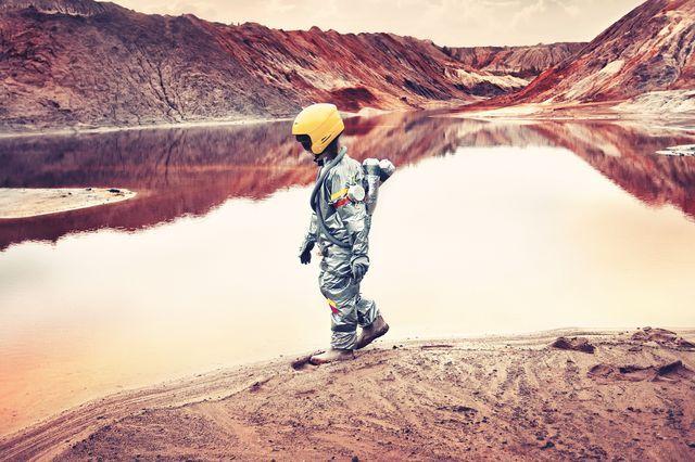 این دختر فضانورد به دنبال یک سیاره دور نیست +عکس