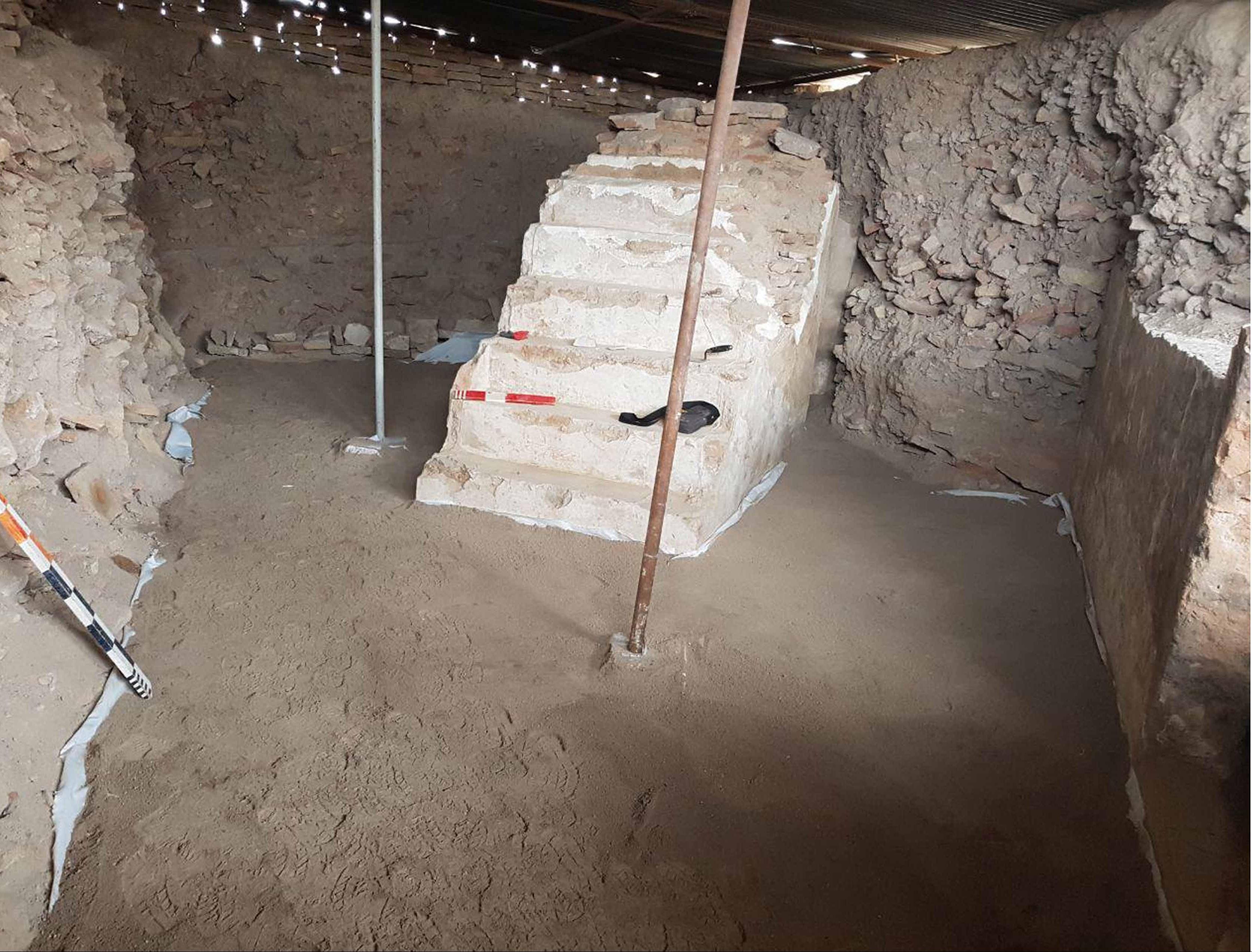 کشف منبر تاریخی مسجدی در ایران از زیرخاک +عکس