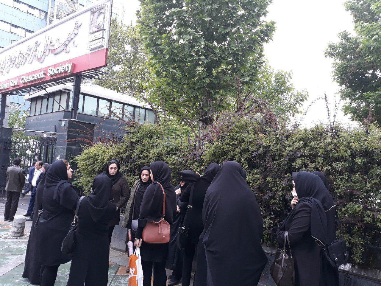 تجمع اعتراضی خانوادههای جانباختگان سقوط هواپیما +عکس