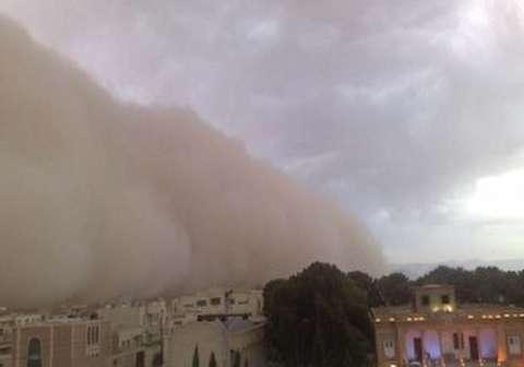 لحظه وقوع طوفان و محو شدن شهر یزد زیر گرد و غبار