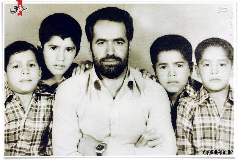 محمود کریمی در کنار پدرو برادر شهیدش+عکس