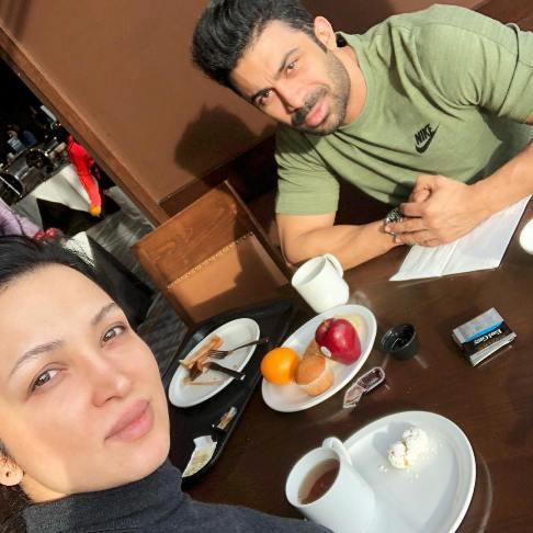 عکس جدید روناک یونسی و همسرش