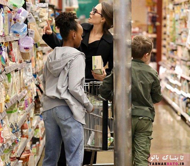 مادرانه های آنجلینا جولی در یک فروشگاه