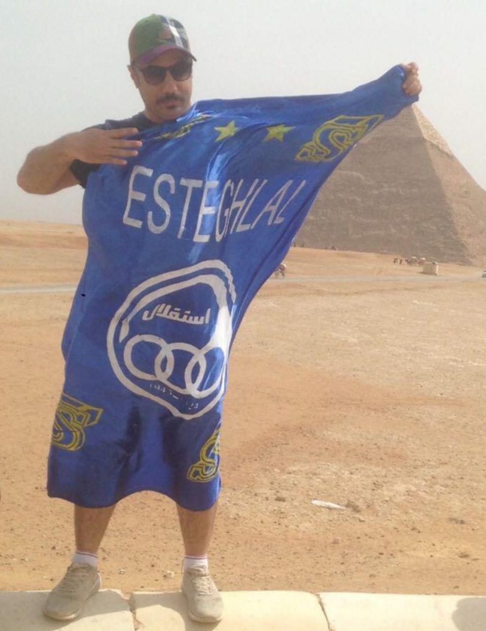 پرچم باشگاه استقلال در مصر و در کنار اهرام+عکس