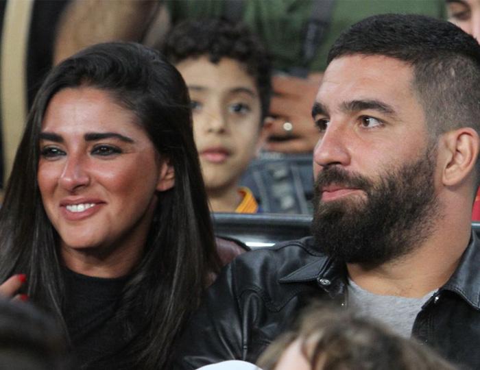 غیرتی شدن ستاره بارسلونا و تهدید عجیب خبرنگار