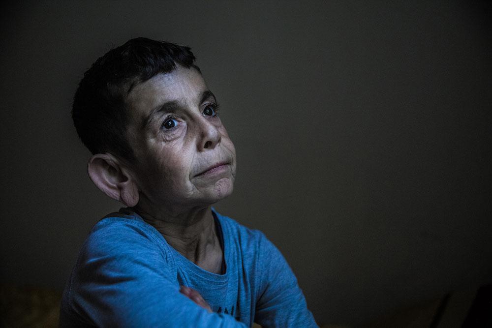عکس بینظیر مارلِنا والدهاوزن از پیرمرد خردسال سوری
