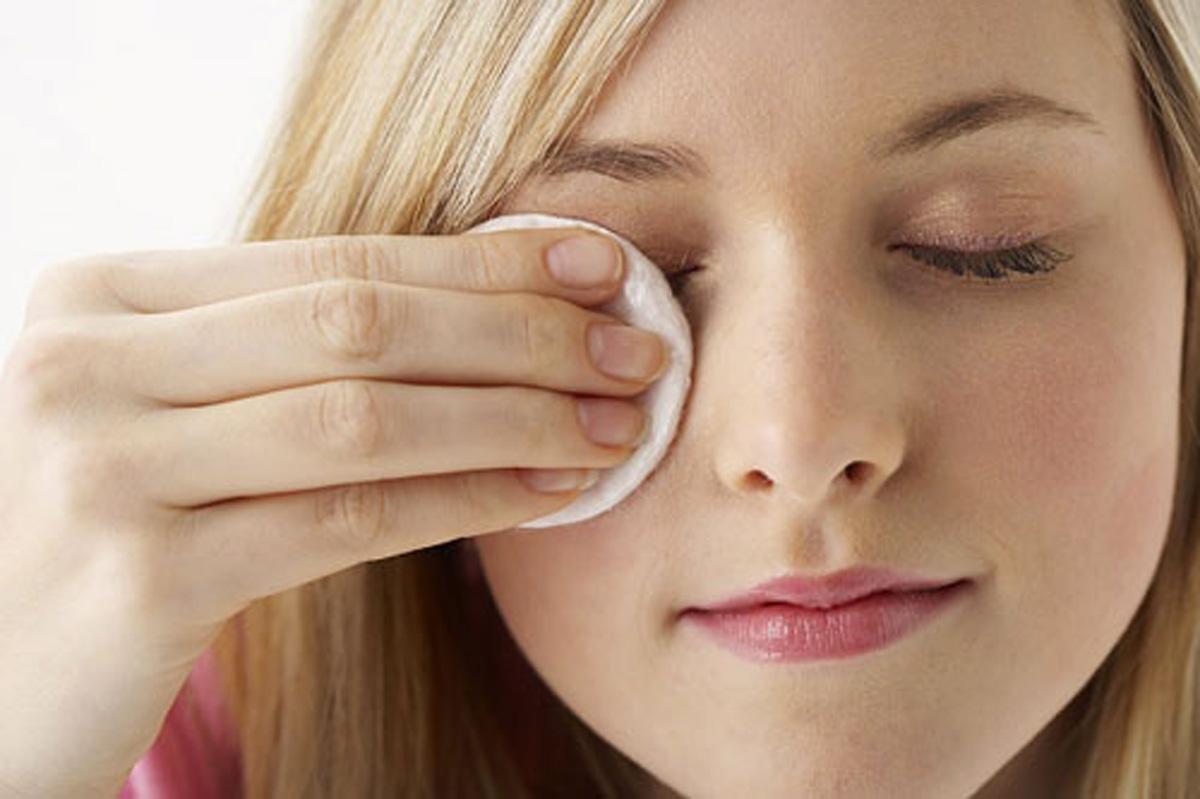 آیا پاک کننده های آرایش برای شما مضر هستند؟ {hendevaneh.com}{سایتهندوانه} - 216283 479 - آیا پاک کننده های آرایش برای شما مضر هستند؟