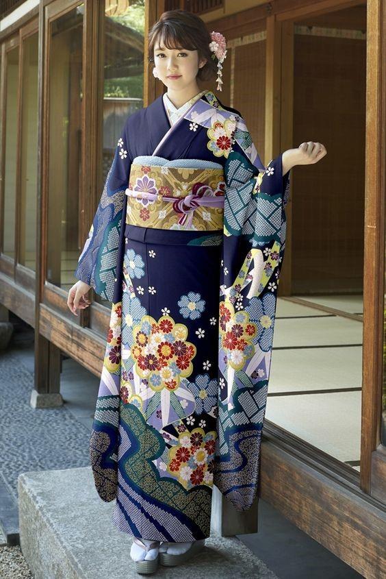 کیمونو چیست؟ تاریخچه لباس سنتی کشور ژاپن {hendevaneh.com}{سایتهندوانه} - 216706 112 - کیمونو چیست؟ تاریخچه لباس سنتی کشور ژاپن