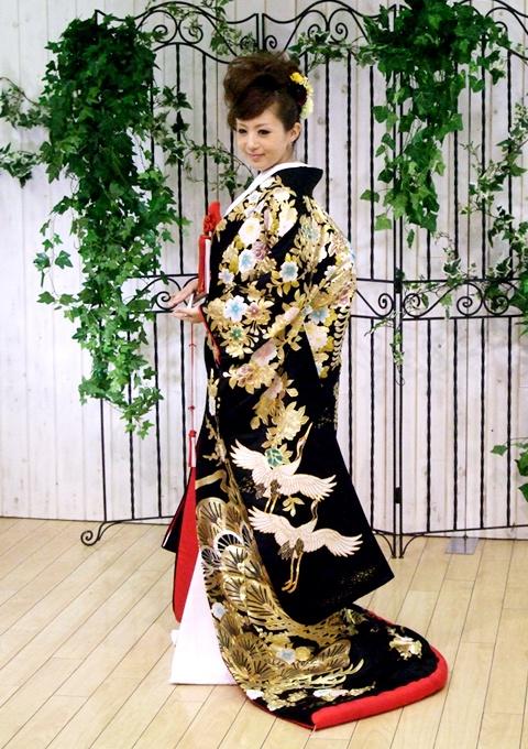 کیمونو چیست؟ تاریخچه لباس سنتی کشور ژاپن {hendevaneh.com}{سایتهندوانه} - 216713 289 - کیمونو چیست؟ تاریخچه لباس سنتی کشور ژاپن