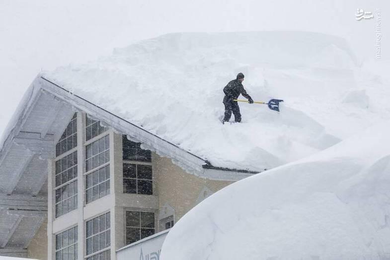 بارش ۲ متری برف در اتریش +عکس