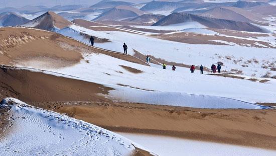 بیابان بزرگ چین پوشیده از برف شد+عکس