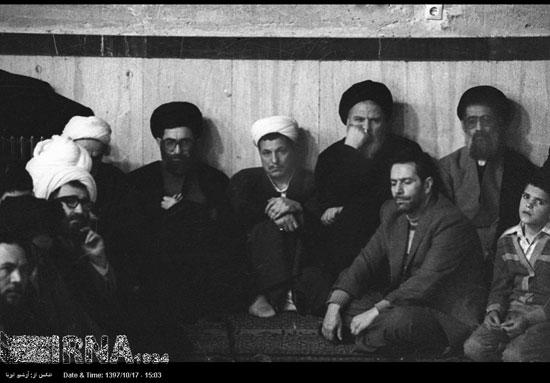 تصویر قدیمی از آیتالله هاشمی در کنار رهبر انقلاب