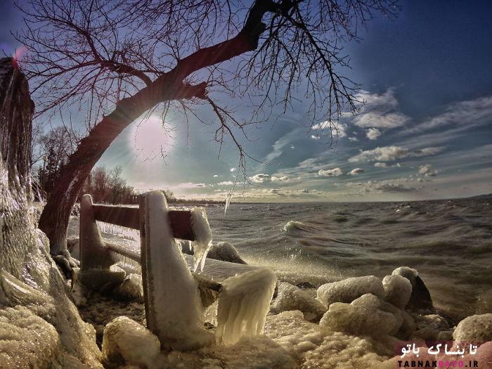 تصاویری شگفتانگیز از ساحلی یخزده