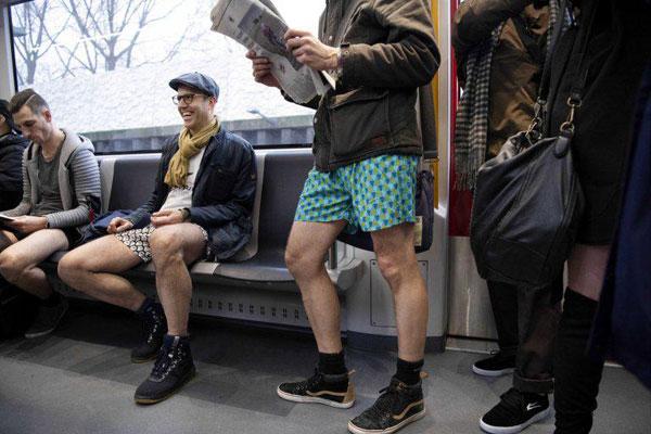 روز جهانی بدون شلوار در مترو +عکس