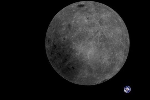 تصویر نادری از ماه و زمین در یک قاب
