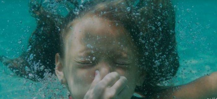 چرا ورود آب به بینی دردناک است ؟