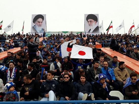 پرچم ژاپن همچنان در استادیومهای ایران+عکس