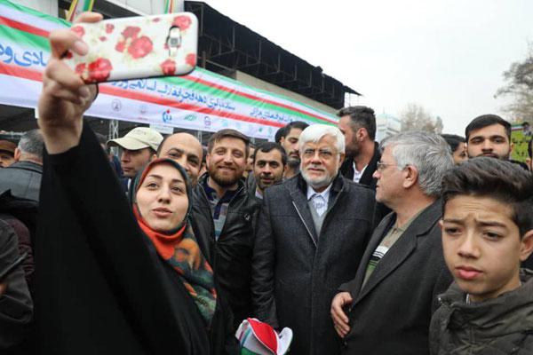 سلفی با عارف در خیابان آزادی