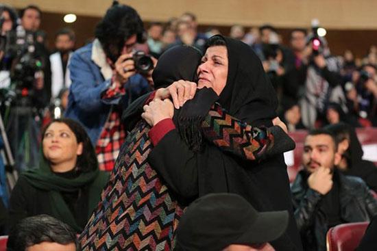 الناز شاکردوست در آغوش مادر شهید+عکس