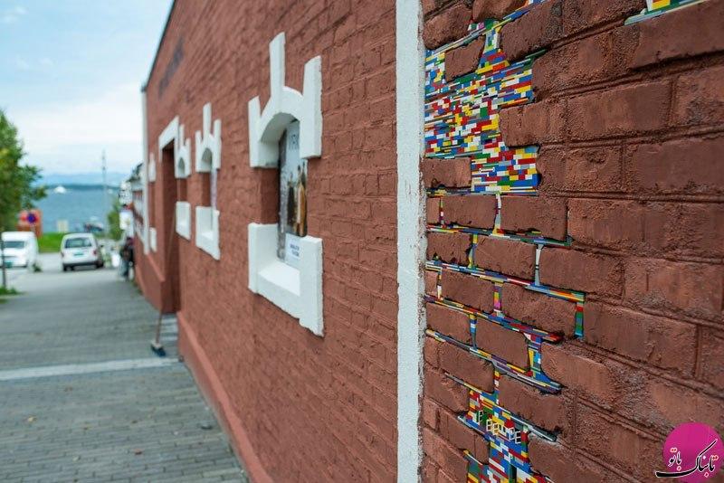 پر کردن شکاف دیوارها با کمک لگو!