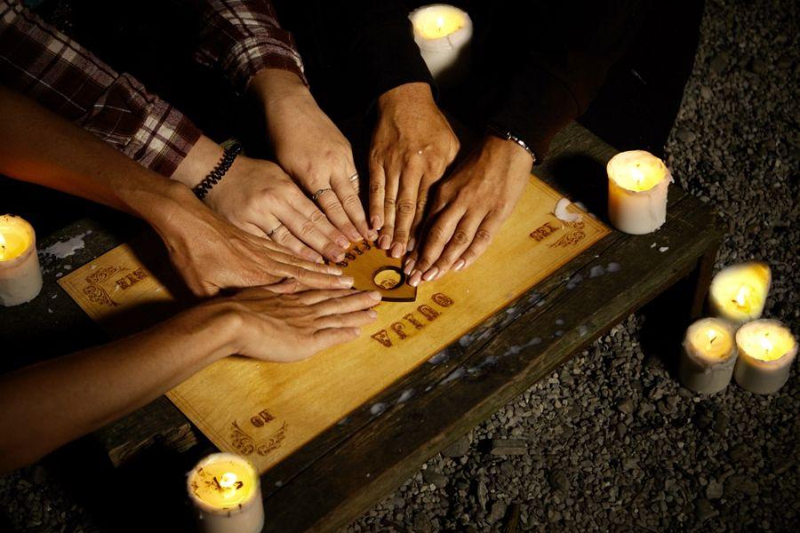 """احضار روح , چگونه با """"مردگان"""" ارتباط برقرار کنیم"""
