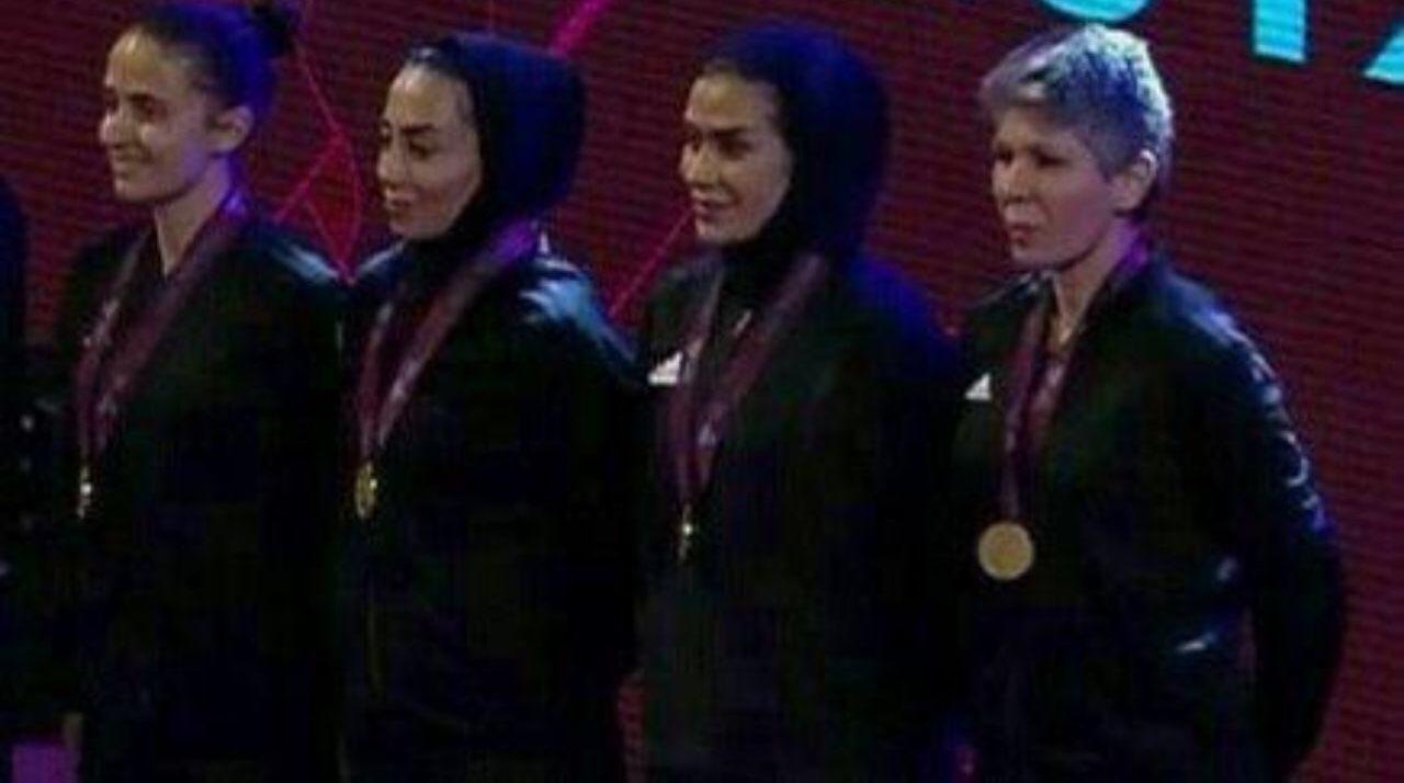 اهدای مدال های فوتسال قهرمانی اروپا به داوران بانوی ایرانی + عکس