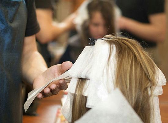 رنگ کردن مو به روش حرفه ای ها {hendevaneh.com}{سایتهندوانه}رنگ کردن مو به روش حرفه ایها - 226555 761 - رنگ کردن مو به روش حرفه ایها