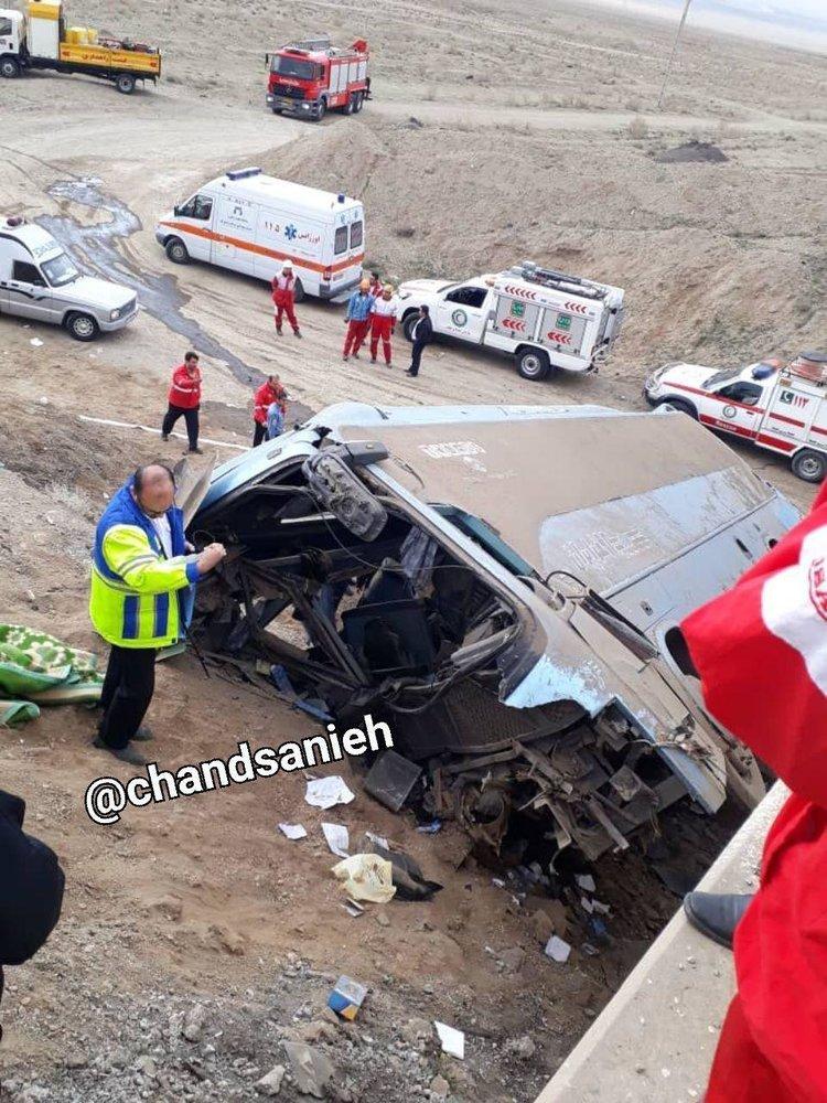 اولین عکس از واژگونی مرگبار اتوبوس در جاده قم