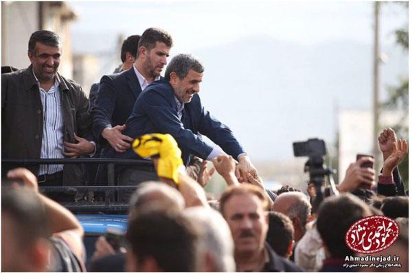 دیدار احمدی نژاد با مردم لامرد از پشت وانت +عکس