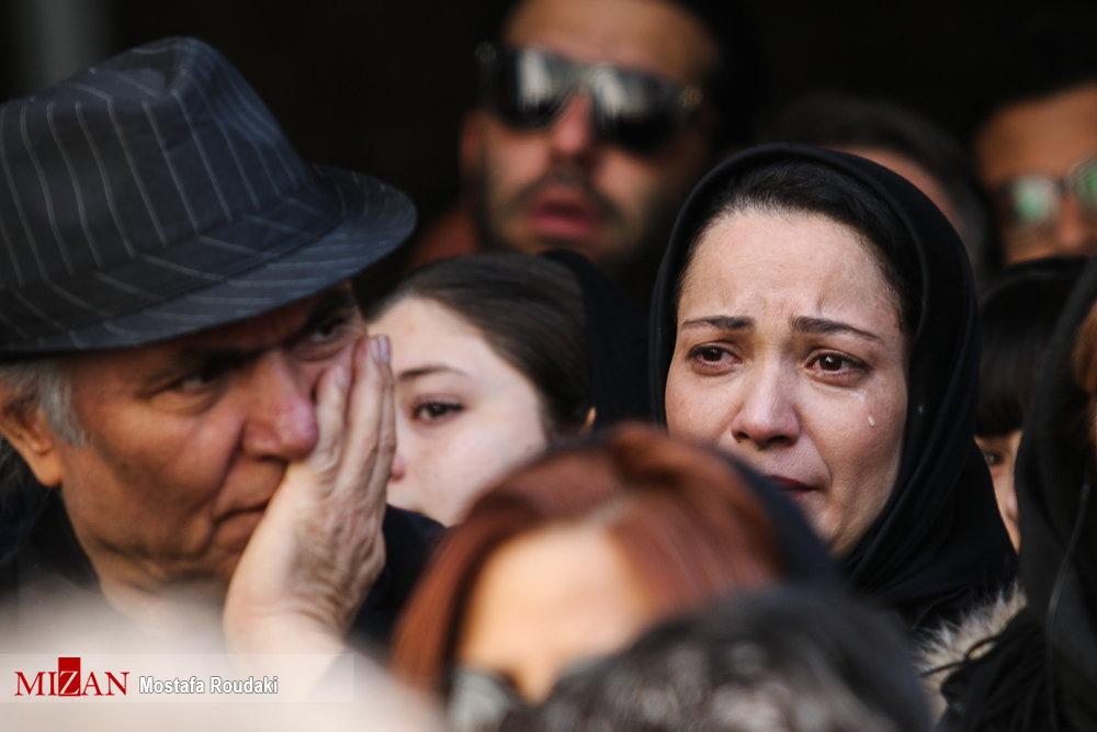 اشکهای بازیگر «پایتخت» در مراسم تشییع خشایار الوند +عکس
