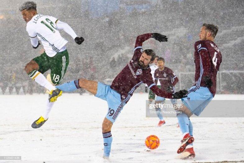 فوتبال برفی +تصاویر