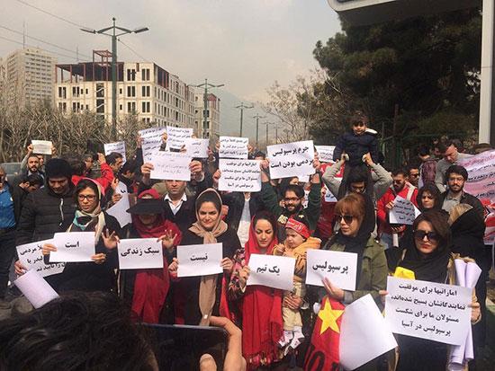 تجمع هواداران پرسپولیس مقابل وزارت ورزش +عکس