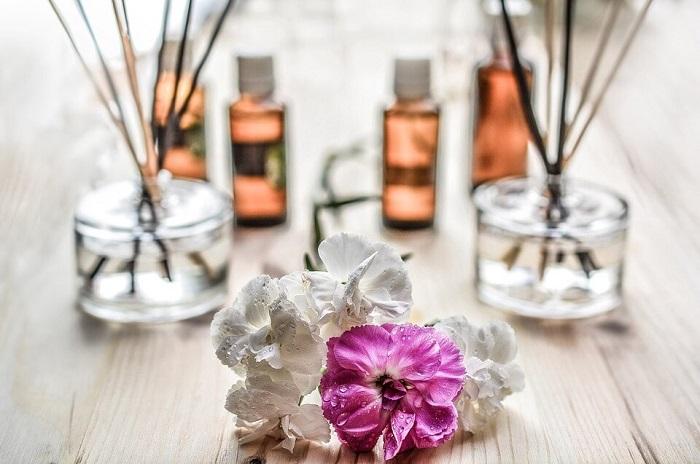 استفاده از رایحهها و مواد معطر برای خوشبو کردن منزل