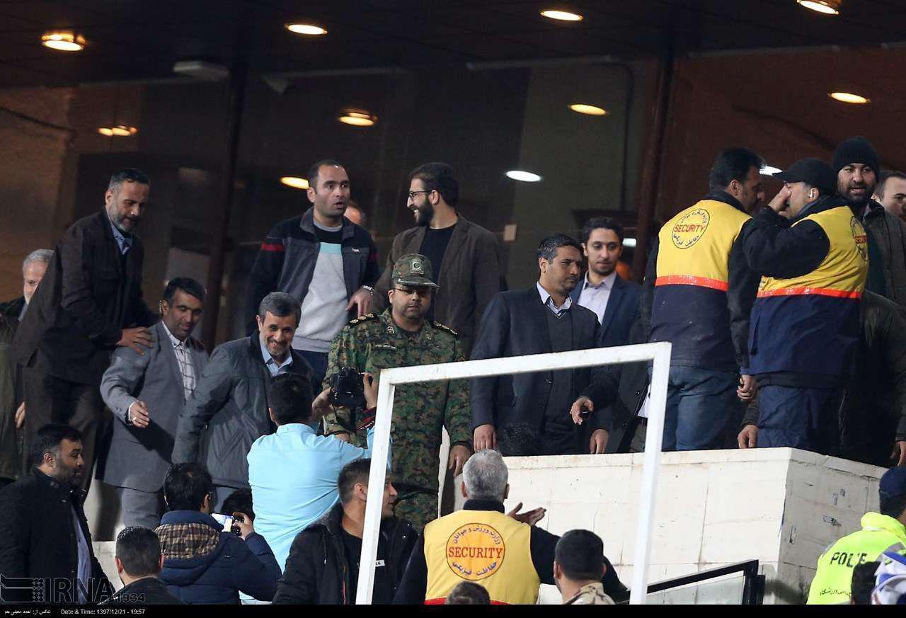 درگیری محافظان احمدی نژاد با یگان ویژه ورزشگاه آزادی +عکس