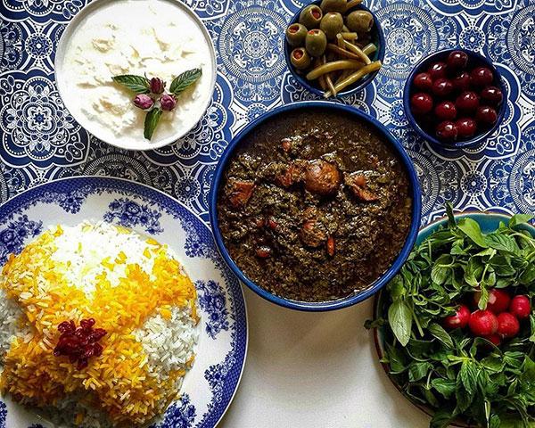 پای غذاهای سنتی در میان است