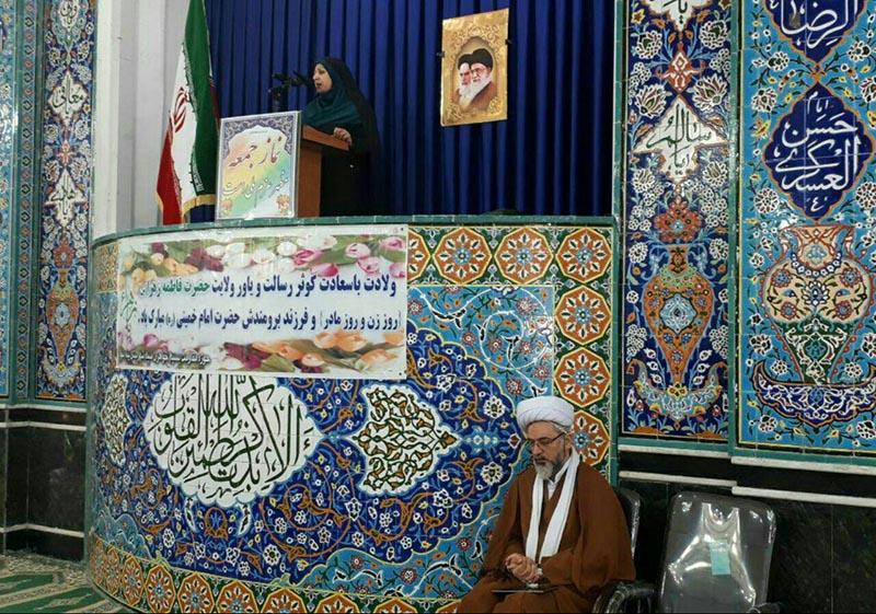 سخنرانی یک خانم در نماز جمعه دیروز+ عکس