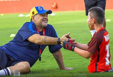برآورده کردن آرزوی کودک معلول توسط فوتبالیست معروف