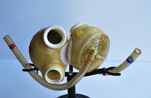 زادروز مخترع نخستین قلب مصنوعی دنیا +عکس