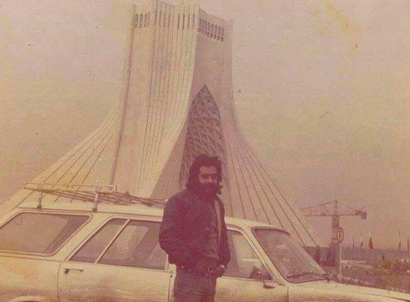 عکس دیده نشده از خسرو شکیبایی در میدان آزادی