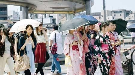 ژاپنیها دوباره کیمونوپوشمیشوند +عکس