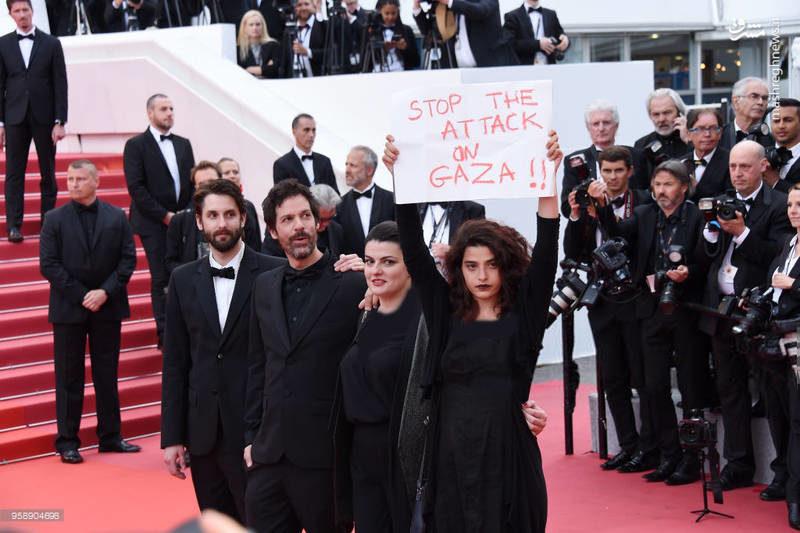 حرکت جالب بازیگر زن روی فرش قرمز جشنواره «کن»+عکس