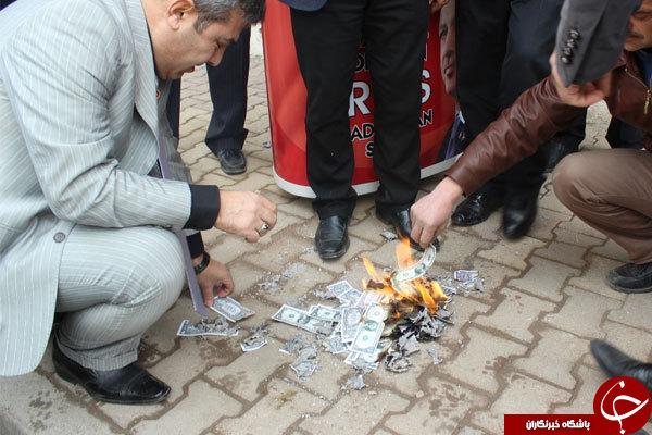 مردم ترکیه دلارهای آمریکایی را به آتش کشیدند +عکس