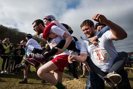 تصاویری از مسابقات غیر معمول دنیا