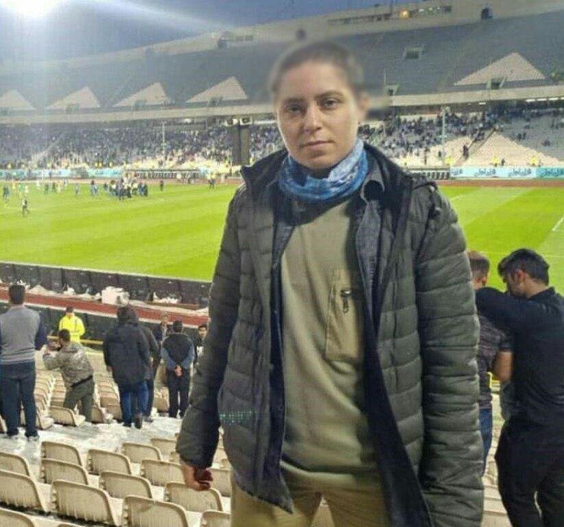 دختری با موهای کچل در استادیوم آزادی!؟ +عکس