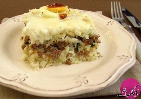 کیک گوشت و برنج با سس بشامل