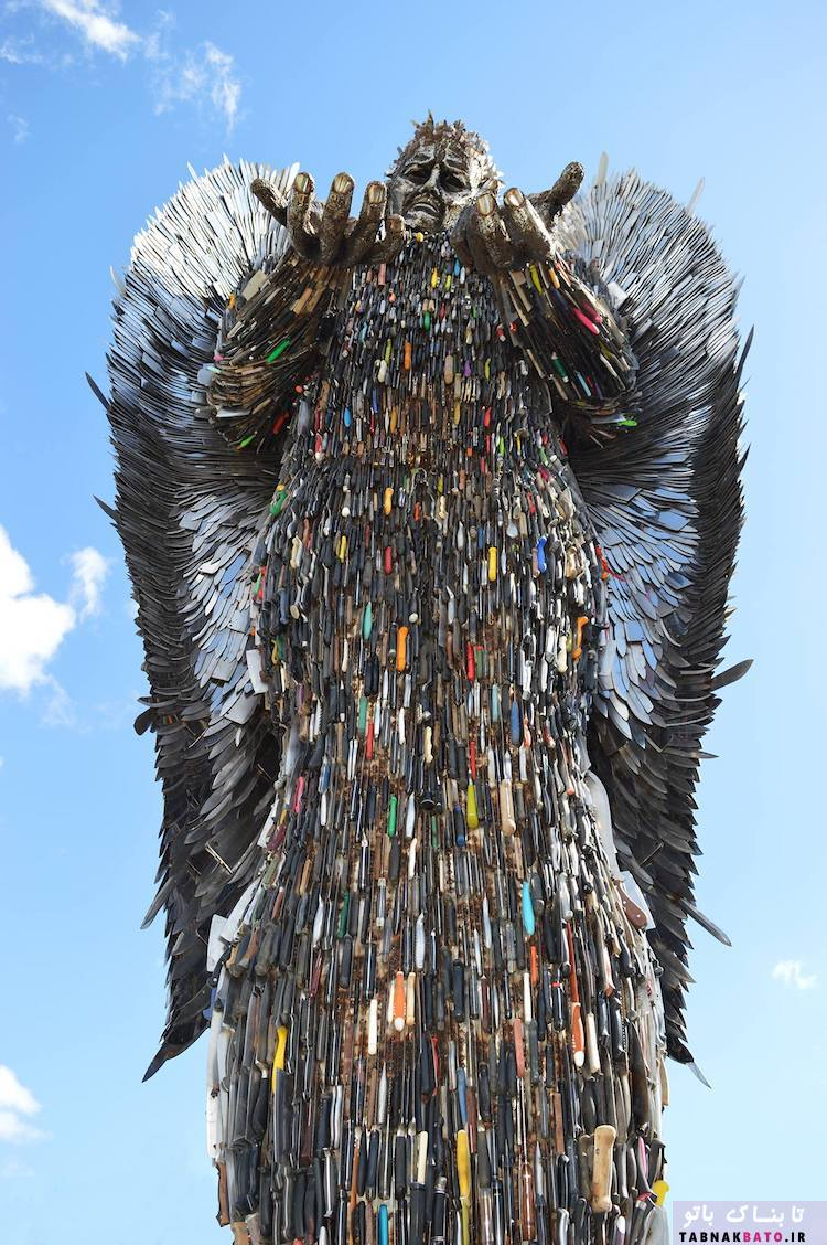 فرشته غول پیکر با بیش از 100،000 چاقو