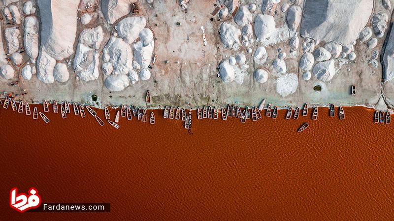 عکس هوایی نشنال جئوگرافیک از دریاچه سرخ رنگ