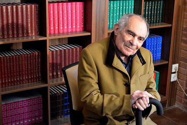 محمدرضا باطنی در بیمارستان بستری شد
