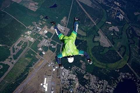 پرش بدون چتر از ارتفاع ۷ هزار متری!