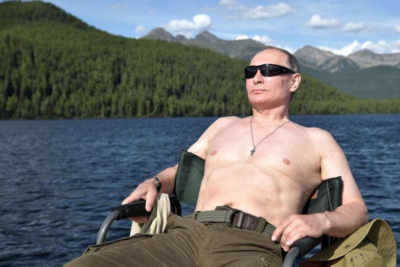 پوتین به انتشار عکس بدون لباسش چه واکنشی نشان داد؟ +عکس